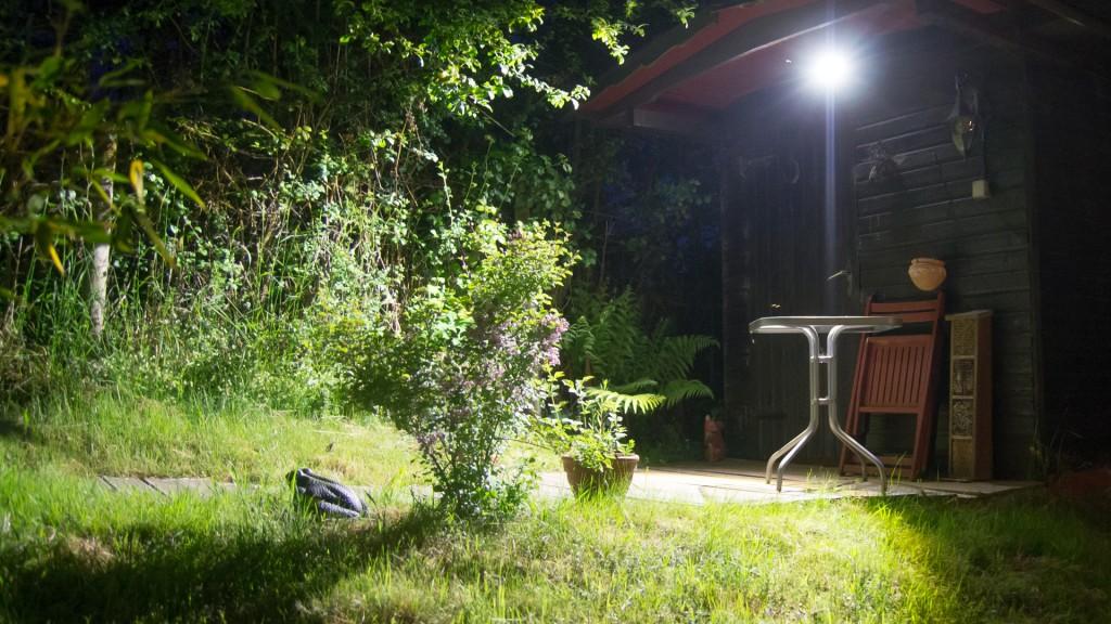 Review TaoTronics TT-HSL003 LED Scheinwerfer mit PIR Bewegungserkennung und Fotozelle