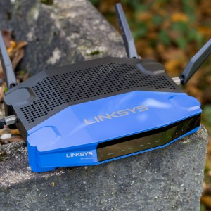 Der Linksys WRT1900ACS W-LAN Router mit OpenWRT im Test