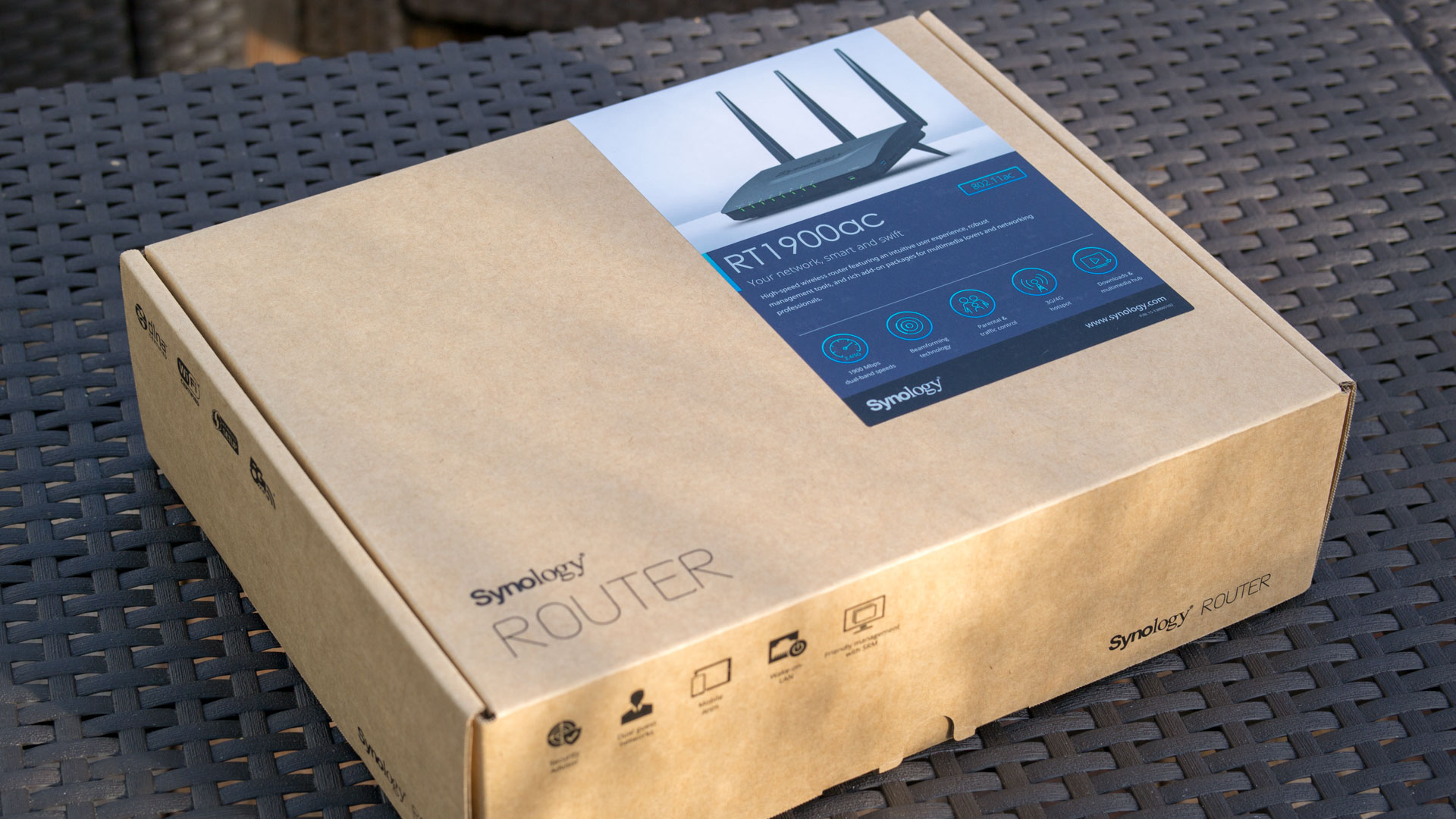 synologys erster wlan router im test synology rt1900ac. Black Bedroom Furniture Sets. Home Design Ideas