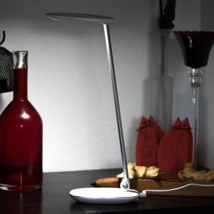 Dimmbare Schreibtischlampe mit 10W Leistung von Avantek im Test