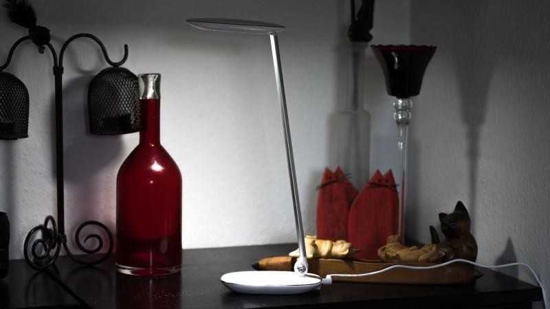 Dimmbare Schreibtischlampe mit 10W Leistung von Avantek im Test-10