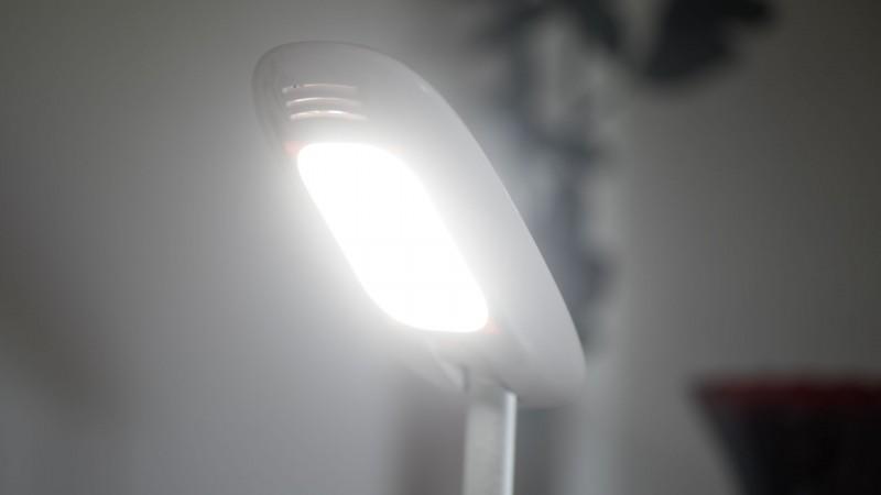 Dimmbare Schreibtischlampe mit 10W Leistung von Avantek im Test-11