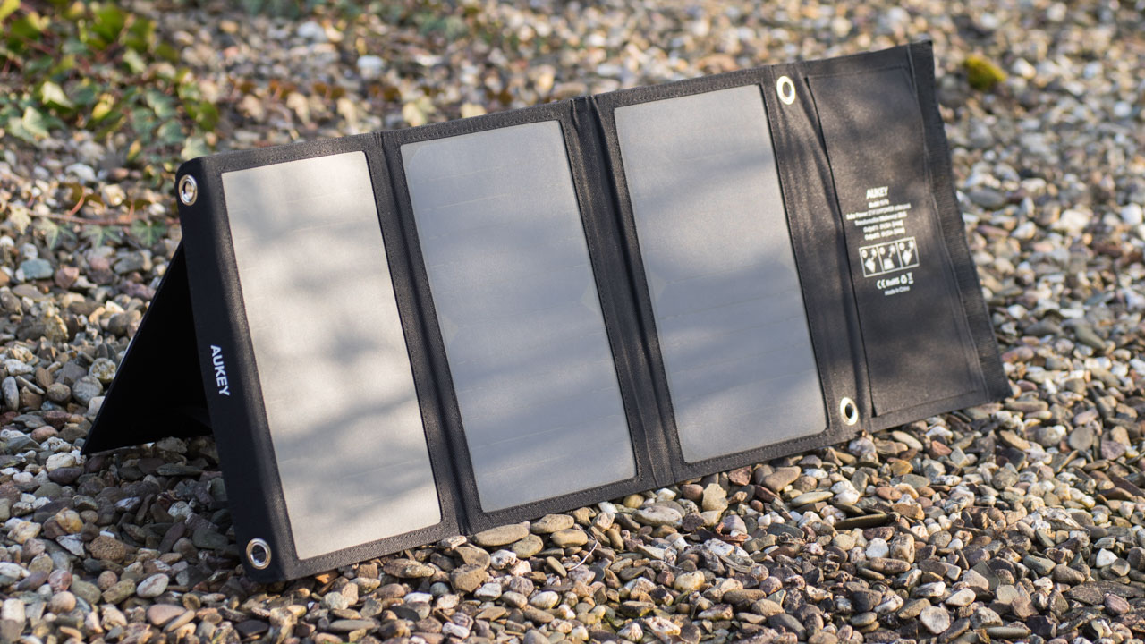 das beste usb solar panel das aukey pb p4 21w solar. Black Bedroom Furniture Sets. Home Design Ideas