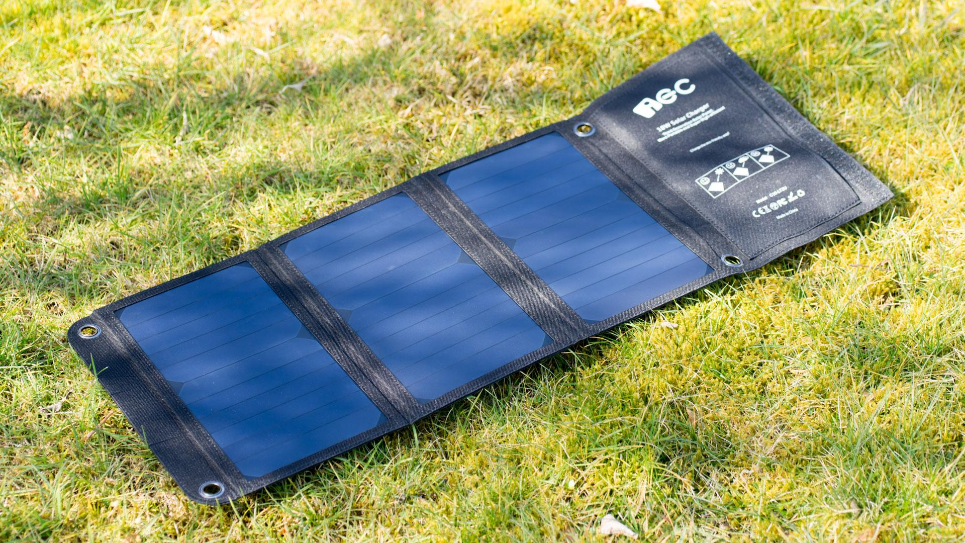 kompaktes und leistungsstarke usb solar panel im test das. Black Bedroom Furniture Sets. Home Design Ideas
