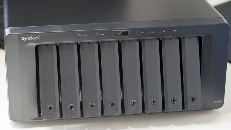 Synology DS1815+ 8 Bay NAS im Test-7