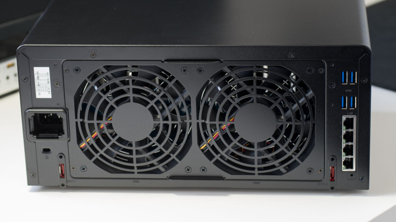 Synology DS1815+ 8 Bay NAS im Test-9