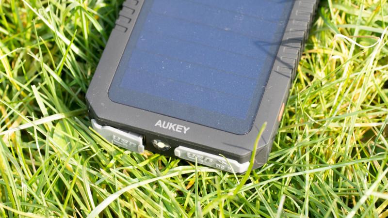 Aukey PB-P8 Solar Powerbank im Test-11