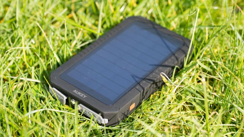 Aukey PB-P8 Solar Powerbank im Test-12