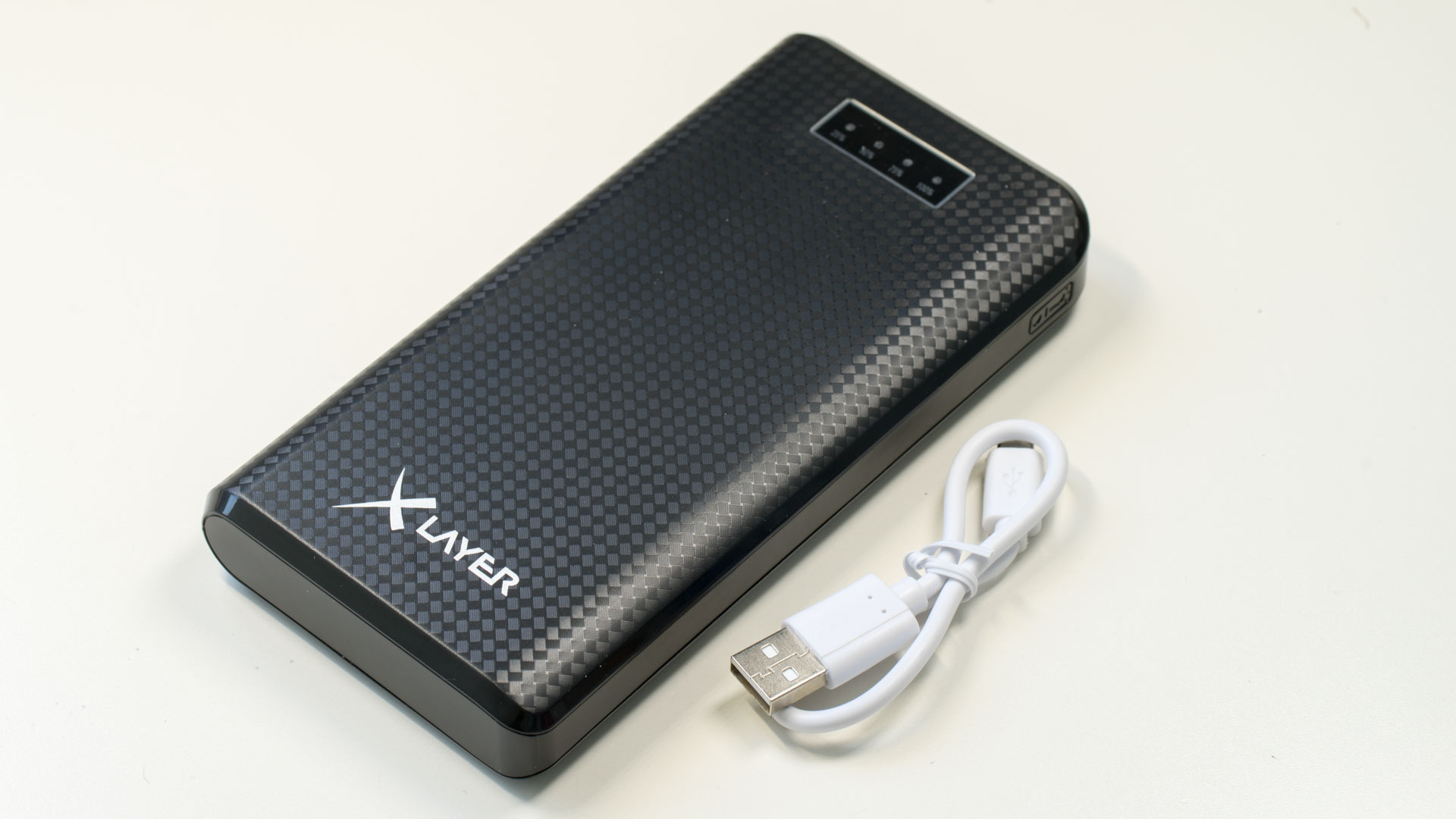 xlayer carbon black powerbank im test techtest. Black Bedroom Furniture Sets. Home Design Ideas