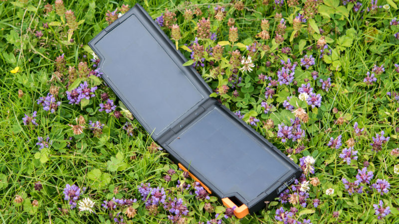Xtrom AM121 Solar Powerbank Test-12