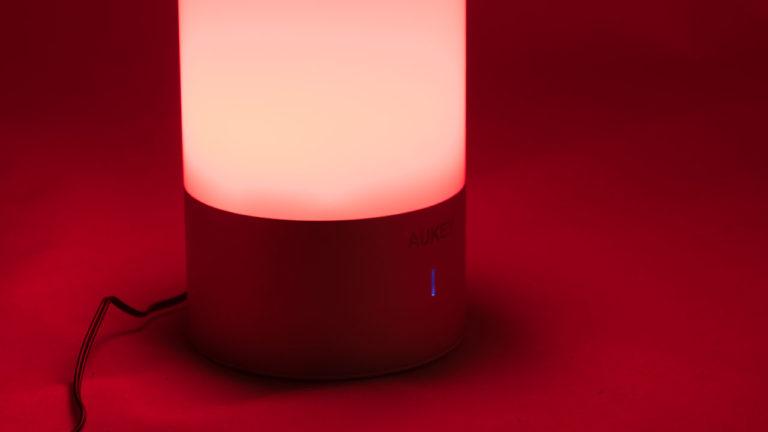 Die AUKEY LED Farbwechsel Atmosphären Tischlampe im Kurztest