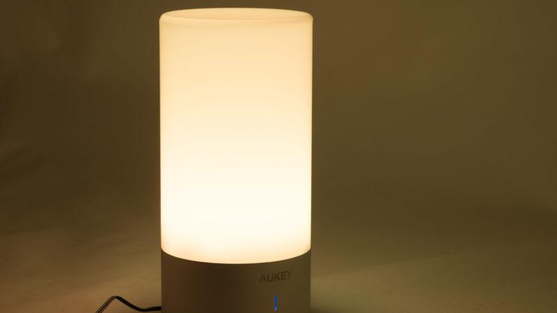 aukey-led-farbwechsel-atmosphaeren-tischlampe-test-5