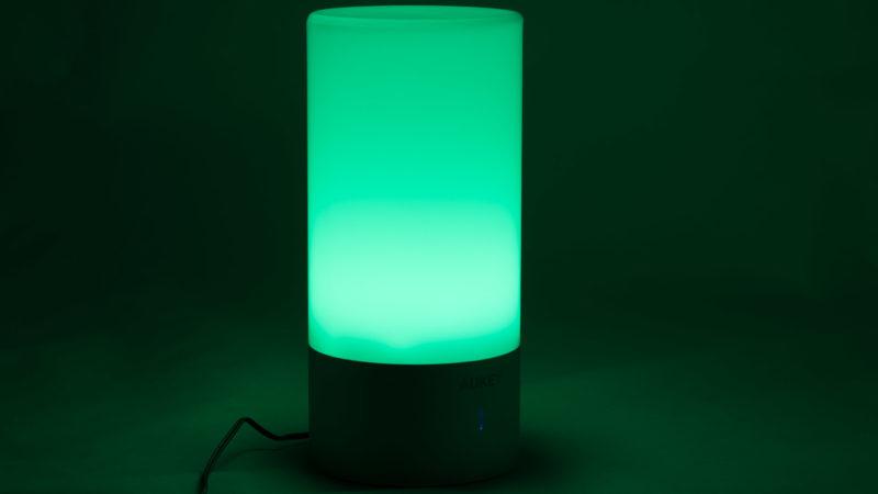aukey-led-farbwechsel-atmosphaeren-tischlampe-test-7