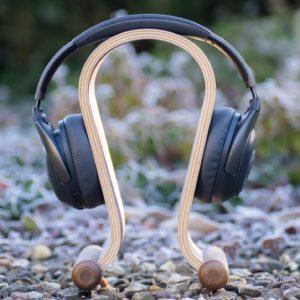 Kalibri Kopfhörer Ständer aus Holz im kurz Test