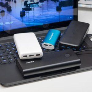 Kann oder sollte man eine Powerbank an einem PC oder Notebook laden?