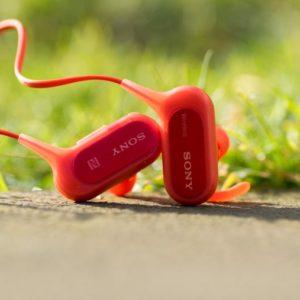 Günstige Sport Bluetooth Ohrhörer von Sony im Test mit extra viel Bass, die Sony MDR-XB50BS im Test