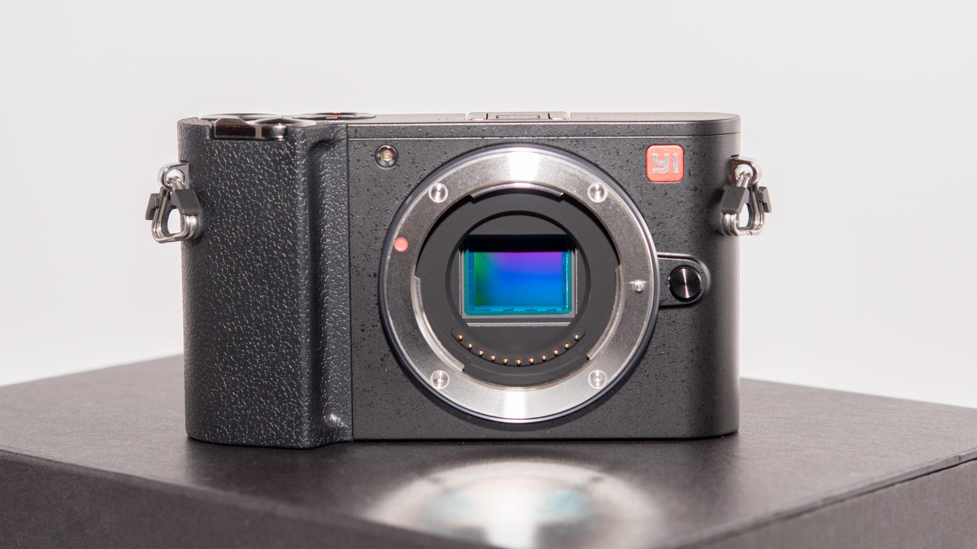 Das vermutlich Interessanteste ist allerdings welche Kamera auch auf sen IMX269 Sensor setzt nämlich Panasonic GX8
