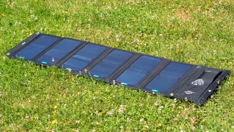das aukey pb p7 im test satte 42w solar leistung techtest. Black Bedroom Furniture Sets. Home Design Ideas