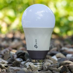 Die TP-Link LB130 smarte LED Glühbirne im Test