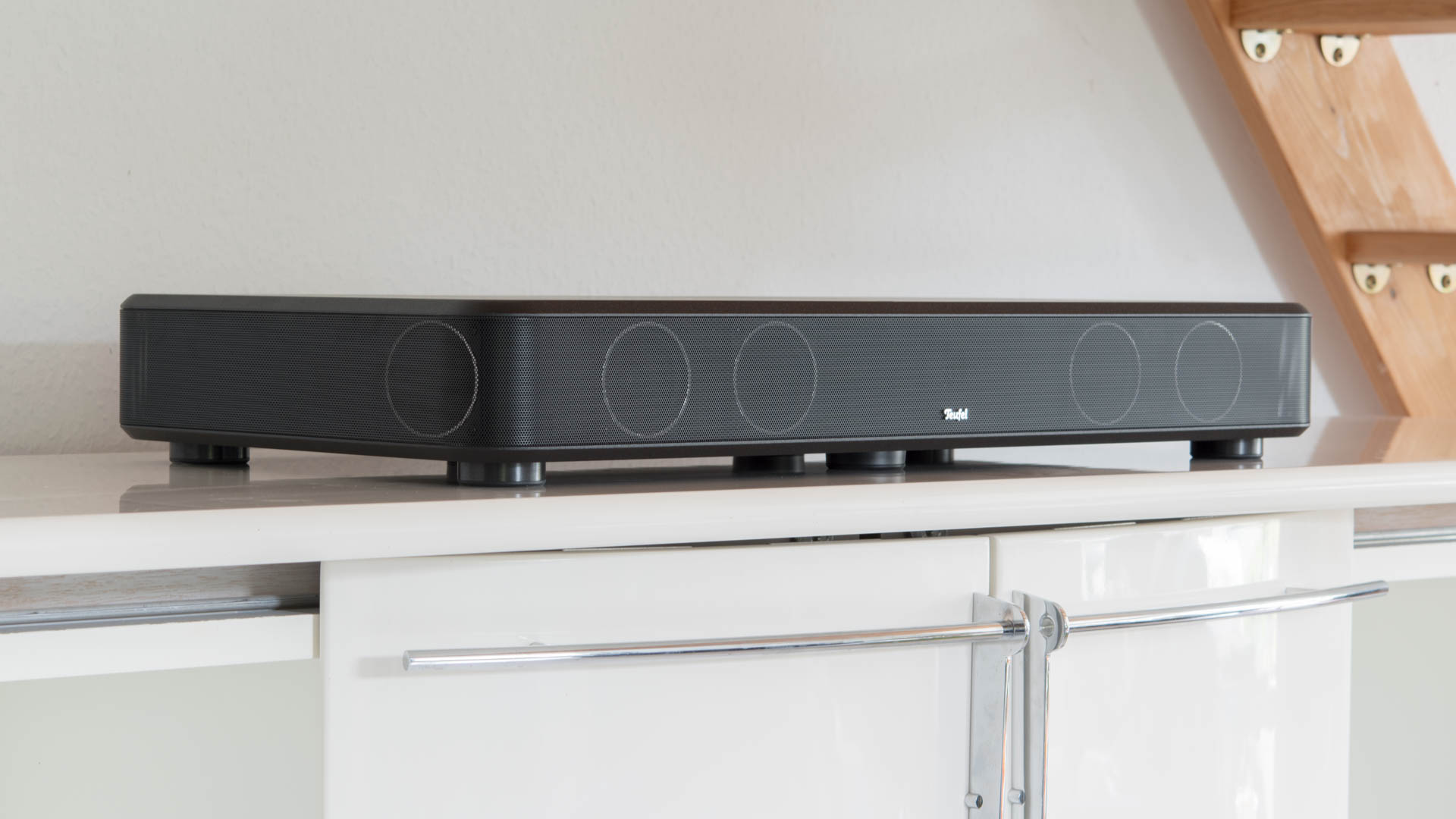 die teufel cinebase soundbar im test techtest. Black Bedroom Furniture Sets. Home Design Ideas