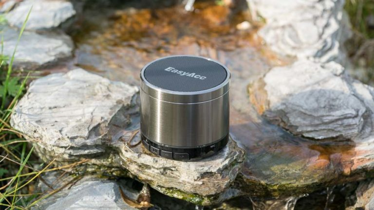 Der EasyAcc Mini 2 Bluetooth Lautsprecher im Test, mine Bluetooth Lautsprecher mit FM Radio und microSD Karte