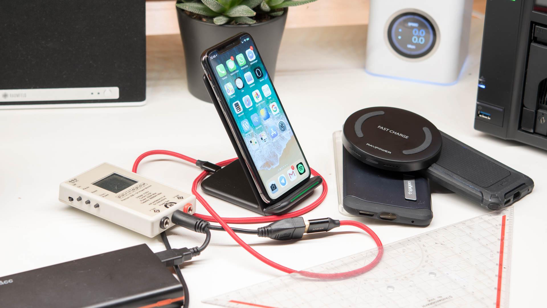 hat eine h lle einen negativen einfluss auf das kabellose laden des iphone x techtest. Black Bedroom Furniture Sets. Home Design Ideas