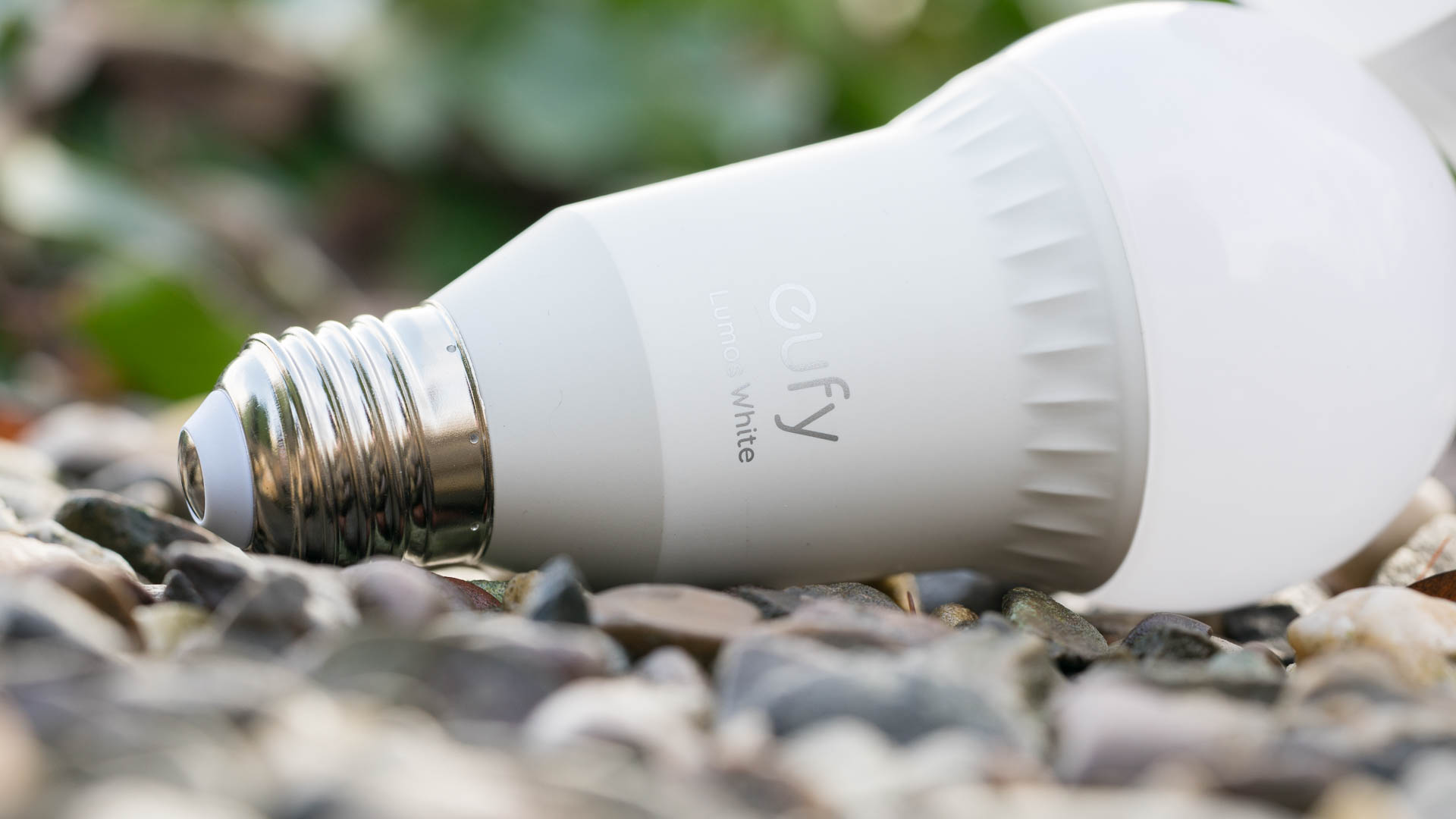 Die Eufy Lumos T1011 Smart LED Wifi Lampe im Test, eine WLAN LED ...