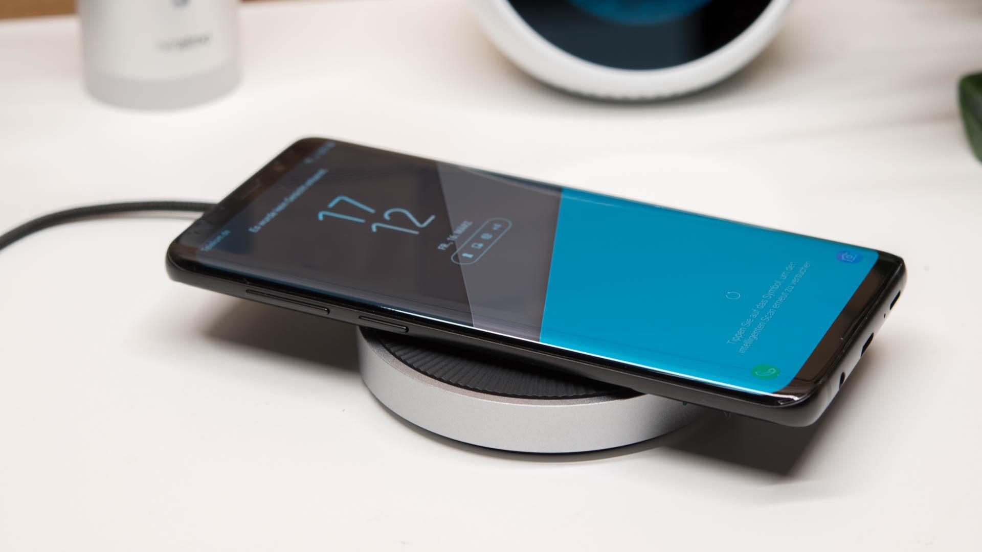 das spigen f306w essential kabelloses schnellladeger t im. Black Bedroom Furniture Sets. Home Design Ideas