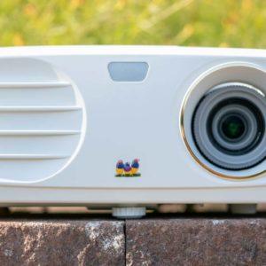 Der ViewSonic PX747-4K im Test, der aktuell günstigste 4K Beamer auf dem Markt, aber ist er auch gut?