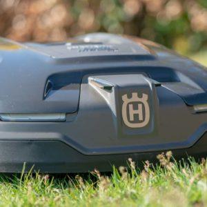 Der Husqvarna Automower 315X im Test (2019), der Porsche unter den Mährobotern!