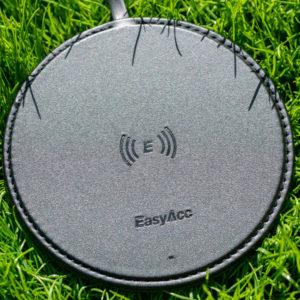 Der EasyAcc Wireless Charger 10W aus handgearbeiteten PU-Leder Test