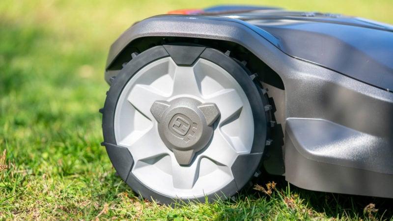 Husqvarna Automower 305 (2020) Test Review 8