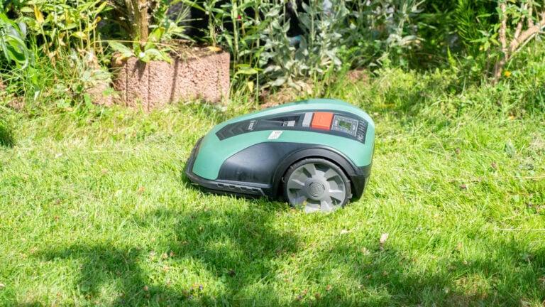 Test: Bosch DIY Indego M+ 700, der Mähroboter für eine kontrollierte Mähung