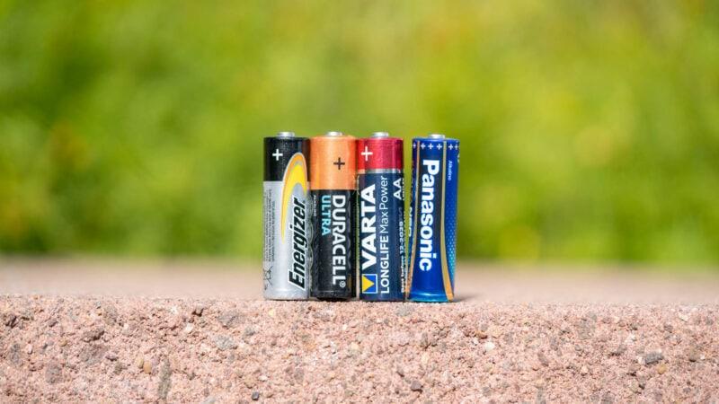 Duracell Vs. Panasonic Vs. Energizer Vs. Vatra 1