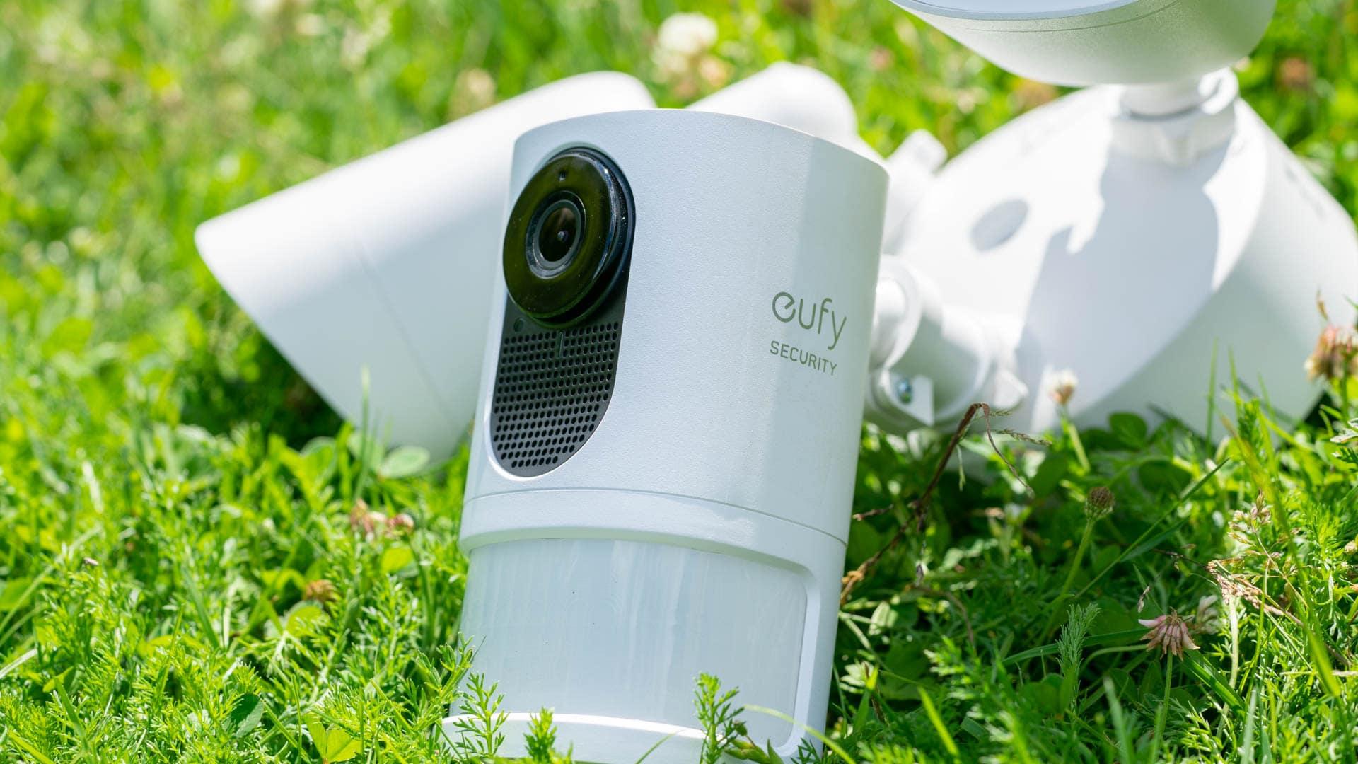 Die eufy Security Sicherheitskamera mit Scheinwerfer im Test