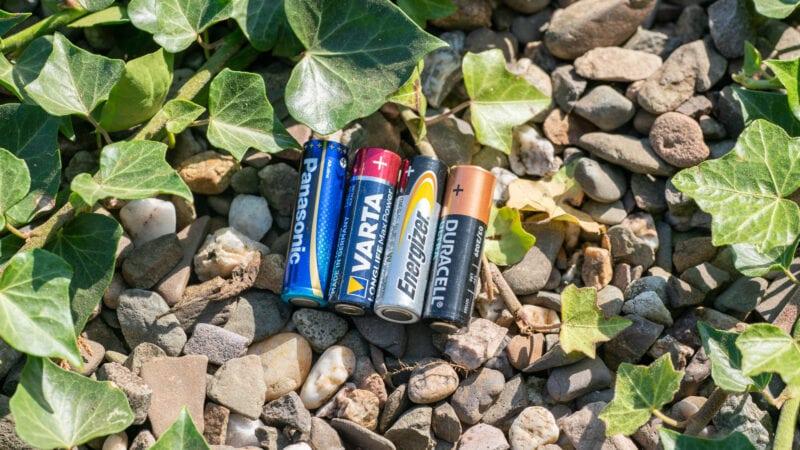 Duracell Vs. Panasonic Vs. Energizer Vs. Vatra 3